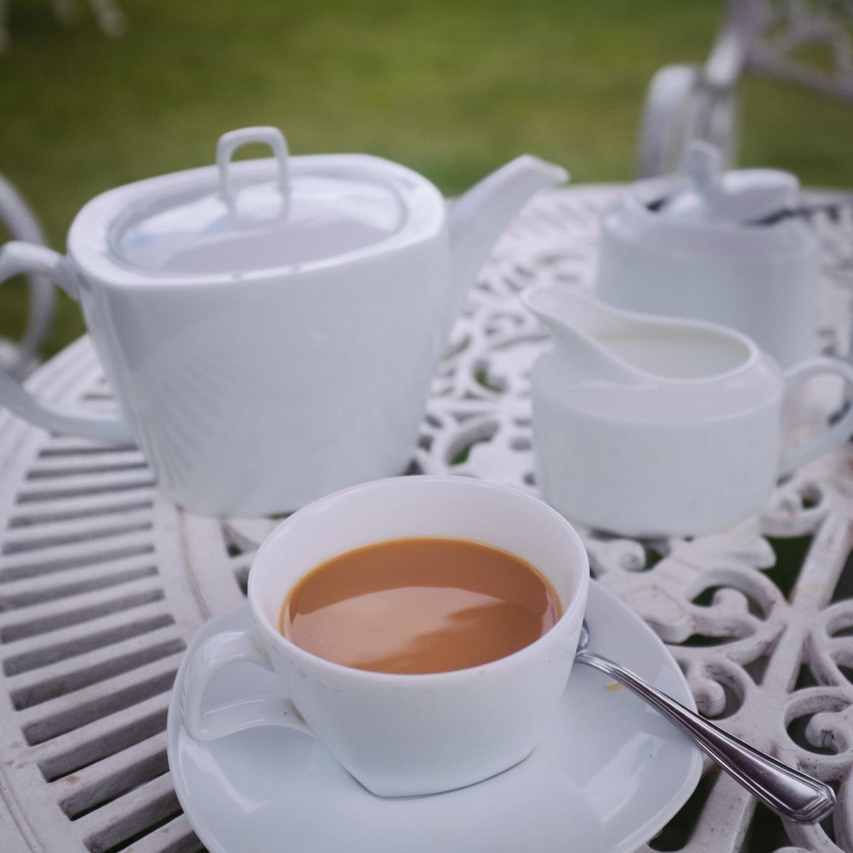 Drinking milk tea at Tea Bush Hotel in Nuwara-Eliya